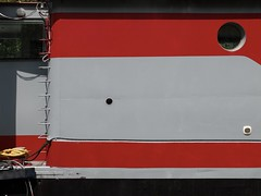 Das Boat (Nicolas -) Tags: red france lines rouge grey gris boat minimal pniche lignes hublot issy chelle nicolasthomas