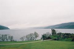 (Carla Andrea Tamara Tonesi) Tags: road trip castle film rain fog 35mm lago scotland nikon ruins escocia loch f80 castillo inverness ness urquhart