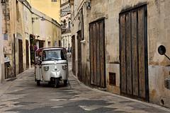 Festina lente ... (anna bertocchi) Tags: italia taxi matera sassi viuzza apecar