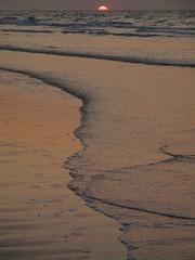 Nordsee am Abend (Nine LaMaitre) Tags: ocean sunset sea sun holiday beach nature water strand germany deutschland evening abend sand meer wasser waves sonnenuntergang outdoor dusk horizon urlaub natur northsea sonne nordsee horizont afterglow gloaming wellen abendrot wangerooge abenddmmerung norddeutschland niedersachsen abendlicht northerngermany