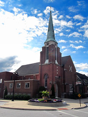 Berea 06-28-2016 - First Congregational Church of Christ of Berea 1 (David441491) Tags: church cross steeple oh berea
