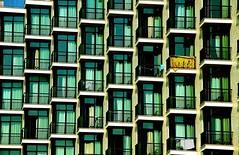 the yellow towel (AlessandroDM) Tags: windows hotel towel albergo finestre montesilvano asciugamano