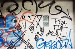 Thong Lo - Bangkok (35mm) (jcbkk1956) Tags: street streetart film wall analog 35mm thailand graffiti bangkok manual carlzeiss kodacolor200 thonglo contaxrts sukhumvitroad 45mmf28