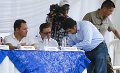 Presidente Correa entreg maquinarias pesadas a cinco municipios manabitas (GadChoneEC) Tags: presidente ecuador pedernales elcarmen jama municipios pesadas entrego pichincha maquinarias chone rafaelcorrea alcaldedechone deytonalcivar maabitas