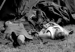 US Camp WWII pageant - Portrait (patrick_milan) Tags: street portrait people blackandwhite bw white black monochrome brittany noir noiretblanc coat wwii nb meal rue blanc personne streetview gens finistre