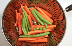 Grean beans with carrots and 4 peas. (chloe & ivan) Tags: dinner peas carrots greenbeans urbangarden balconygarden steamingvegetables mdpd2013 rhodeislandgreenbeans mdpd2013521