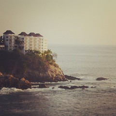 Sinfona del mar... #Acapulco #Mexico #Beach #Landscapes (AntonioSDi) Tags: beach square mexico playa squareformat acapulco rise turismo iphoneography instagramapp uploaded:by=instagram