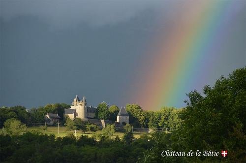 Château de la Bâtie sous un arc en ciel