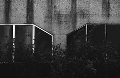 IMG_0684 (Rickard Nilsson) Tags: bw art texture wall canon eos graphic sweden symmetry backstreet 7d malm