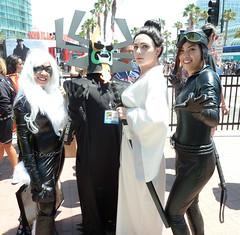 Catwoman & Black Cat with Samurai Jack and Aku at SDCC 2013 (Cutterin) Tags: woman black girl cat blackcat dc kat san comic cosplay diego adamhughes marvel comiccon catwoman con aku sdcc samuraijack 2013 sdcc2013 sandiegocomiccon2013 cutterin
