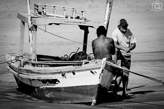 Pescadores (Ricardo Perrella) Tags: beach canon boats barcos 7d perrella pescador fishman guaruja 400mm astrias
