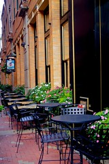 Walnut St and Gano Alley, Cincinnati (durand clark) Tags: ohio brick cincinnati 28mm walnutst outsidedining pentaxk5