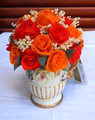 composizione floreale  rosso in vaso capo di monte