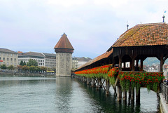 Water Tower and the Chapel Bridge, Luzern (Lucerne), Switzerland (suresh_krishna) Tags: switzerland luzern lucerne chapelbridge kappellbruecke riverreuss wtaretower