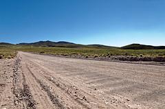 rea do Vulco Auca Mahuida 02 (Carlos Henrique Pereira) Tags: road azul landscape nikon offroad paisagem cu estrada d7000 tamronspaf1750mmf28xrdiiivcldasphericalif
