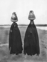 02_Luxor - Egyptian Women Carrying Water Pitchers (usbpanasonic) Tags: women egypt nile nil luxor egypte مصر egyptians carriers misr masr upperegypt egyptiens luxour pitchersjugs