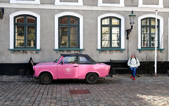 Louise's pink Trabant and mom's red shoes (Jaedde & Sis) Tags: pink car trabant trabby bench sitting red shoes perpetualwinner herowinner challengeyouwinner