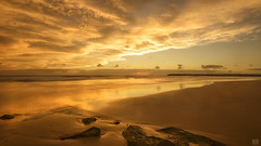 Duranbah Dawn (BAN - photography) Tags: cloud sunlight sunrise reflections dawn rockwall daybreak groin duranbah d800e