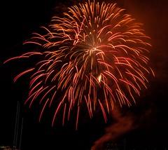 #foto #fotografia #cielo #notturna #fuochi #d'artificio #luci #rosso #fumo (penn.sara) Tags: nikon italia foto luci monte fotografia toscana rosso notturna fumo argentario fuochi portoercole d5500