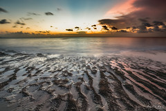 Tegal Wangi Beach (Leslie Hui) Tags: sunset bali seascape indonesia sunray fierysky tegalwangi