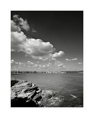 Xixn en vertical (Jaime Martin Fotografia) Tags: city sea bw blancoynegro monocromo asturias gijon
