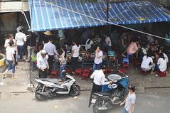 Rush hour (Roving I) Tags: motorcycles vietnam busy dining rushhour streetfood danang