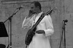 Les voix ( voies ) du Seigneur sont impntrables (Loran de Cevinne) Tags: portrait cur religieux gibson guitar guitare ftedelemusique blackandwhite stfranoisdepaule toulon var provence paca eglise glise ftedelamusique france smartphone aube