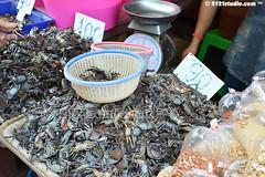 """""""Crab Business"""" (2121studio) Tags: thailand siam travelphotography amazingthailand  travelinthailand khlongtoeimarket  landoftiger landofwhiteelephant thaitourinformation wetmarketinbangkok"""