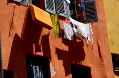 (Jean-Luc Lopoldi) Tags: sunshine soleil grasse shadows ctedazur clotheslines mattress linge washing faade sud ocre drying ombres vieilleville matelas