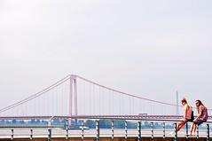 Urlaubsstimmung am Niederrhein (Linda Broszeit) Tags: bridge germany deutschland couple urlaub paar pont nrw brcke rhine rhein ferien niederrhein emmerich