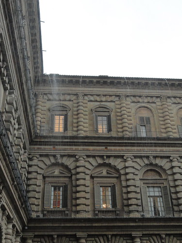 Torrent of rain on courtyard of Palazzo Pitti (1)