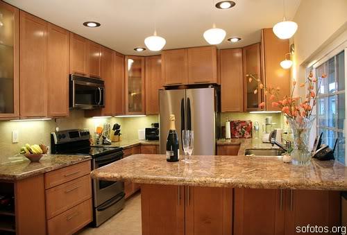 Uma cozinha planejada com bancada