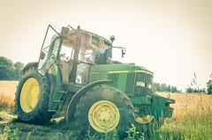Marie & John (Phil 22) Tags: sun tractor jaune john 22 soleil phil pentax femme champs bretagne sunny vert deere tracteur k5 bzh talons orge pr trefemme