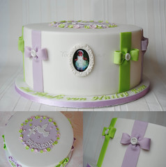 Christening Cake for Hailey Rose (Torteneleganz) Tags: flowers deutschland dove frame grn mould taube bows fondant flieder christeningcake schleifen baptismcake sugarpaste greenlilac motivtorten tauftorten zuckermasse zuckerpaste heiligekommunion torteneleganz ssetauftorte