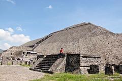 Antonio Hippie (SegundoFelino) Tags: mexico photography amigo friend teotihuacan hippie piramides antonio zona adrien sandoval estado arqueologica