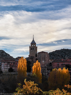 Sol de tarde de otoño en Albarracín./ Autumnal afternoon sunlight in Albarracin (Spain).