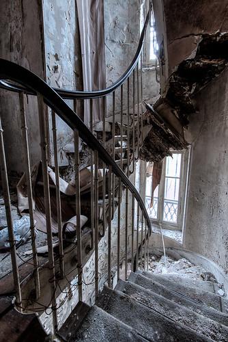 {Urbex} Villa de l'ambassadeur - Accès vers le second étage