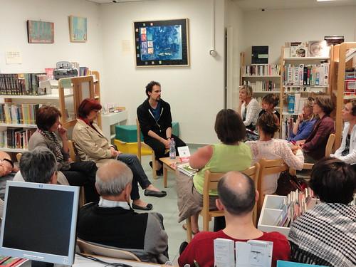 Rencontre avec Jocelyn Bonnerave, bibliothèque de Cusy, 2012 © S. Loux - Fondation Facim, 2012 (19)