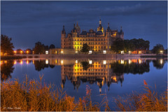 Schweriner Schloss - 24091102 (Klaus Kehrls) Tags: schlsser schwerin nachtaufnahmen mygearandme mygearandmepremium mygearandmebronze mygearandmesilver mygearandmegold mygearandmeplatinum mygearandmediamond flickrbronzetrophygroup flickrstruereflection1 flickrstruereflection2 flickrsfinestimages1 flickrsfinestimages2 infinitexposure