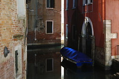 Concealed boat (Mzitr,Y) Tags: album venise 2014