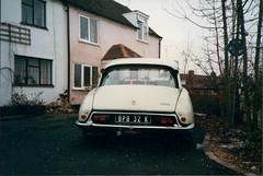 Citroën DS (Old.shots) Tags: old uk england white classic car 1971 britain great citroen shed ds january cream citroën retro 1997 1972 berkshire banger wokingham bpb 32k bpb32k