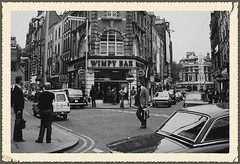 LONDON July 1978 pic77a (streamer020nl) Tags: uk england cinema london cars soho gb 70s 1978 eds 1970s oldcomptonstreet wimpy greekstreet moorstreet cinemaclub llh wimpybar louiselh