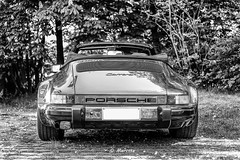 Porsche 911 (marctriumph) Tags: auto park summer blackandwhite sun classic monochrome car 35mm germany mirror blackwhite fuji power zwartwit outdoor 911 german ferdinand porsche topdown boxer oldtimer fujifilm legend cabrio fujinon supercar tyre sportscar 930 carrera cabriolet aircooled f20 porschecarrera monochroom 35mmf20 germansportscar ferdinandporsche zwwit 911carrera carrera911 germansupercar fujifilmxt10 35mmf20wr