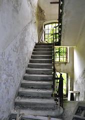 Fabbrica Nobel. (miss_smallarch) Tags: muro scale edificio toscana gita architettura luce nobel finestre carmignano polveriera abbandonato piani