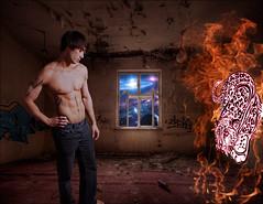 Le cauchemar de Sammy - Sammy's nightmare (Iwokrama) Tags: naked fire nu dungeon afraid youngman monstre