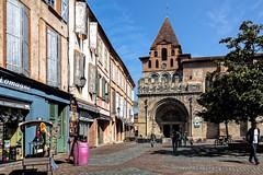 Abbaye St Pierre de Moissac (Lucille-bs) Tags: france architecture europe place boutique glise fentre couleur patrimoine abbaye cielbleu tarnetgaronne moissac midipyrnes volet