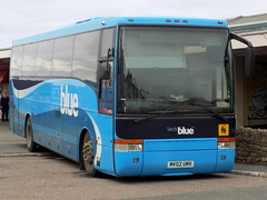 Vectis Blue 7044 MV02UMX (Southdown 404 DCD) Tags: blue bus station coach vectis ryde 7044