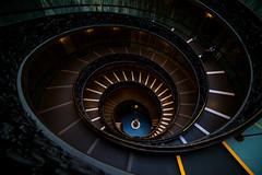 Bajando. (Luis Dudamel) Tags: vatican roma colors museum spiral nikon italia symmetry vaticano museo tamron tones d610 2470 tonos