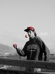 DSCN0238 (aliceinwondershit) Tags: verde amigo rojo enzo pelotas malabares malabarismo ucen pelotaas