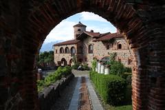 Castello di Pavone (Hugo von Schreck) Tags: castle outdoor castello burg greatphotographers tamron28300mmf3563divcpzda010 canoneos5dsr hugovonschreck